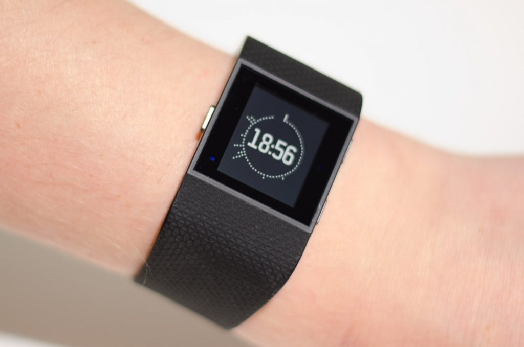 Fitbit Surge - Konstrastreiches Display