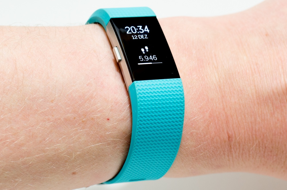 Fitbit Charge 2 - Fitnessarmband am Handgelenk