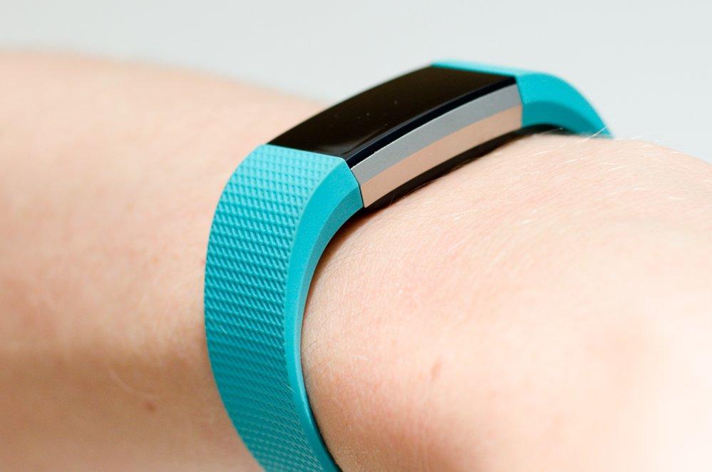 Fitbit Charge 2 - Fitnessarmband am Handgelenk