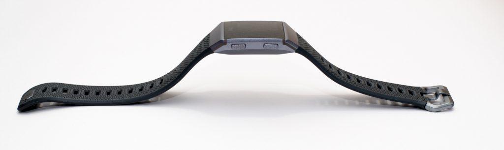 Fitbit Ionic - Profil von der Seite