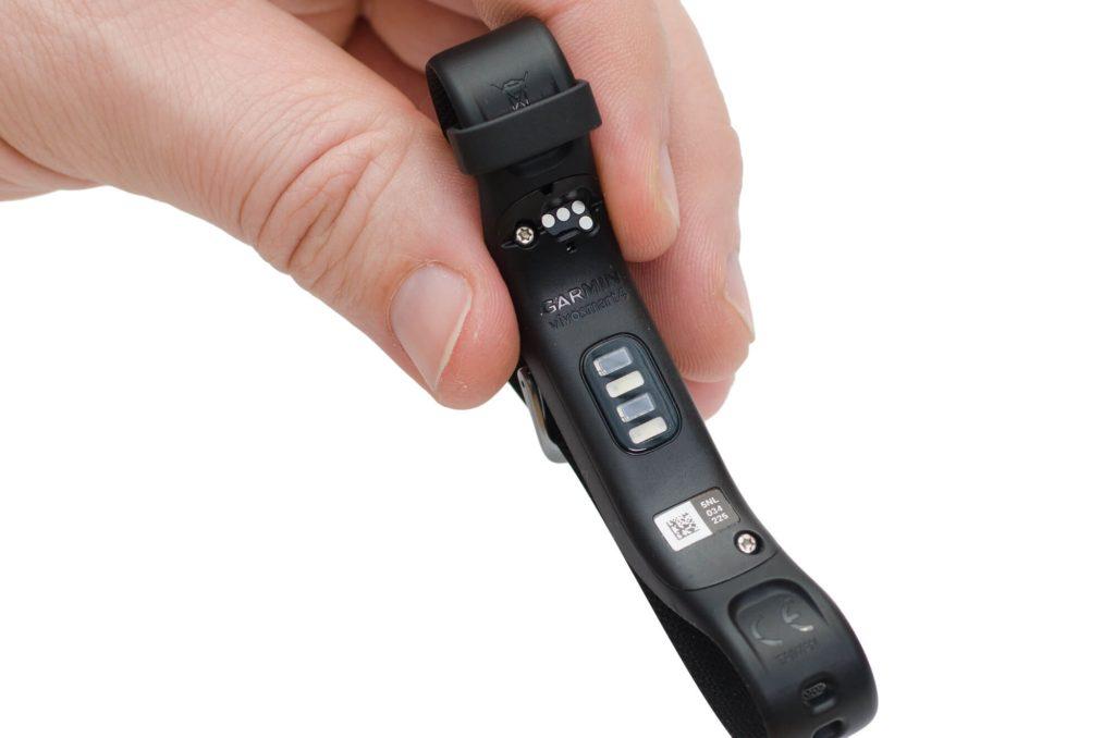 Garmin vivosmart 4 - Sensoren und Ladekontakte