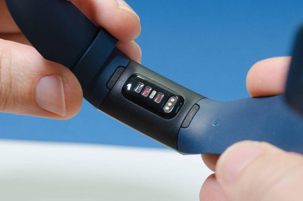 Fitbit Charge 4 - Sensoren an der Gehäuse-Rückseite