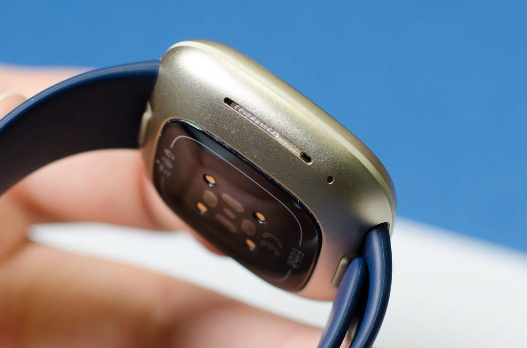 Fitbit Versa 3 - Lautsprecher-Öffnung