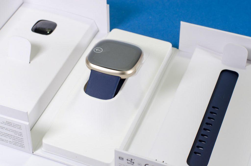 Fitbit Versa 3 - Inhalt der Verpackung